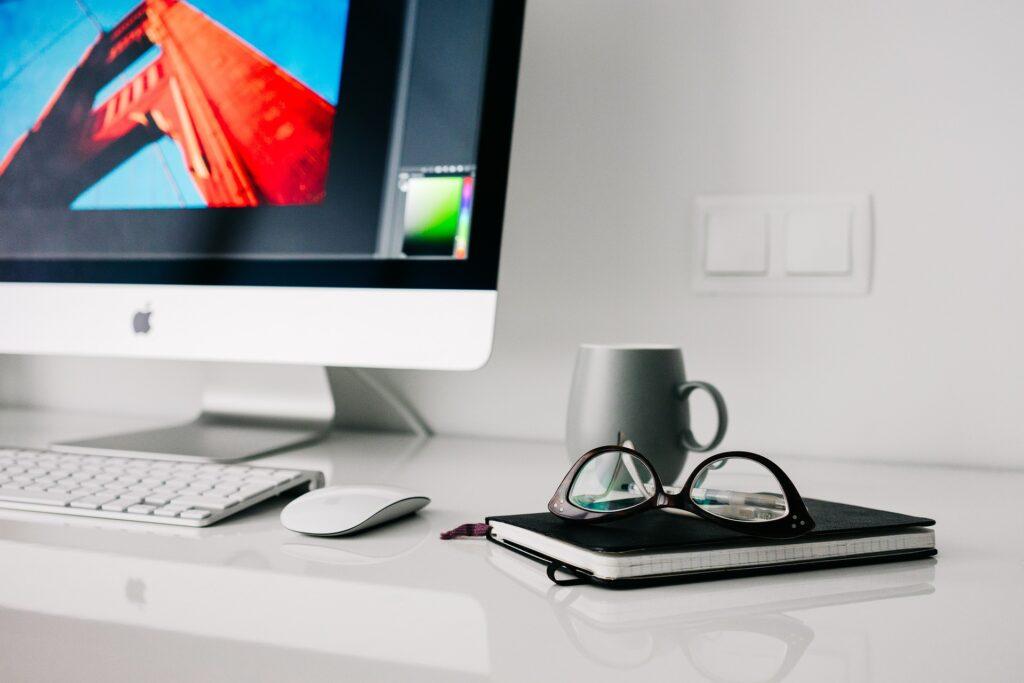 Kontor med computer